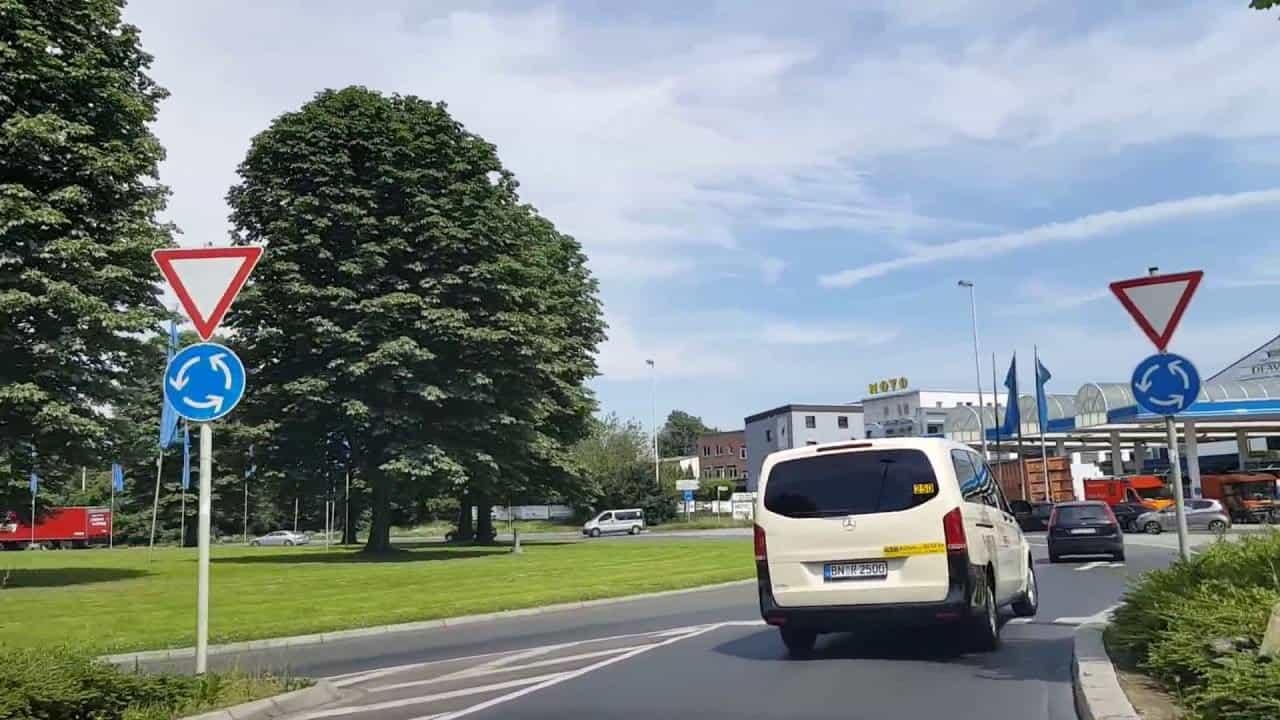 Первый раз на автобан, различия между дорогами Германии и Франции